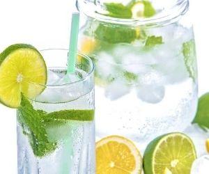 Mineralwasser mit Zitronen